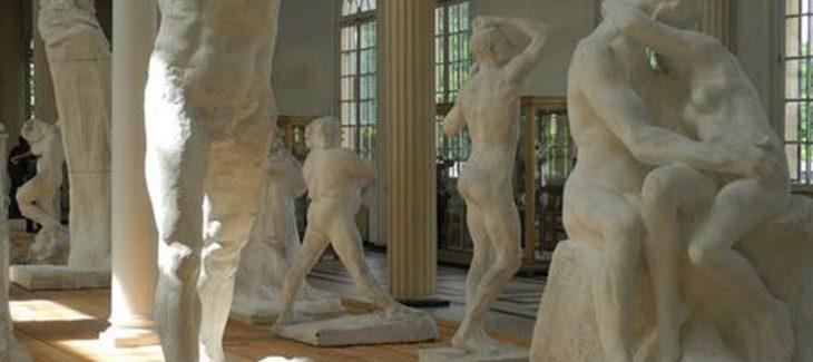 Où et comment placer une reproduction de Rodin dans son salon